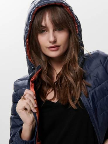 Cazadora acolchada con capucha azul y teja - Only