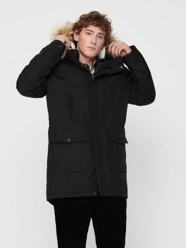 Chaqueta negra con pelo en la capucha - Hombre - Uesti